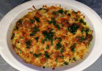 Salsichas com legumes no forno