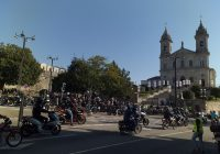 """""""Motards"""" fizeram festa no Porto, em Dia de Santa Clara, com concentração junto à Igreja do Bonfim! As tradicionais barraquinhas (essas?!) foram proibidas pela Direção-Geral de Saúde…"""