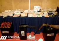 Operação de combate ao crime de tráfico de estupefacientes, desenvolvida pela PSP-Porto, na Pasteleira, deteve 15 pessoas, sete mil doses de drogas e mais de 12.300 euros