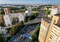 Equipamentos de monitorização de tráfego rodoviário e pedonal instalados em pontos estratégicos da cidade